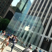 Foto scattata a Apple Fifth Avenue da Ελευθέριος Σ. il 6/17/2013
