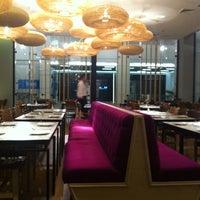 Снимок сделан в Senz Nikkei Restaurant пользователем Jesu V. 10/23/2012