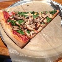 Foto tomada en Grant Central Pizza por Ms. Nesha 2. el 7/17/2013