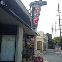 Снимок сделан в Giant Robot Store пользователем Mat C. 7/1/2013