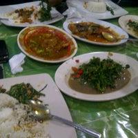 Foto tomada en Seafood45 por Azhella S. el 9/19/2012