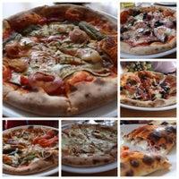 Снимок сделан в Pizza Fabbrica пользователем Danielle C. 12/28/2014