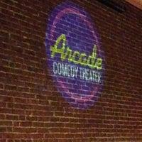 รูปภาพถ่ายที่ Arcade Comedy Theater โดย Adam N. เมื่อ 8/30/2015