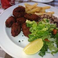 Foto tomada en Müze Dostları Restaurant por Sezin Sancak el 10/23/2013