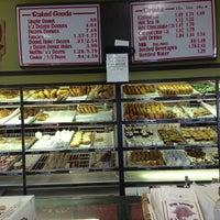 11/17/2012에 Caroline L.님이 Sweetwater's Donut Mill에서 찍은 사진