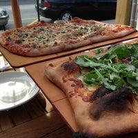 รูปภาพถ่ายที่ Cornerstone - Artisanal Pizza & Craft Beer โดย Elliot F. เมื่อ 5/28/2013