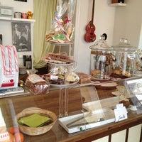 1/4/2013 tarihinde Katie N.ziyaretçi tarafından Café Jule'de çekilen fotoğraf