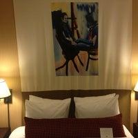 รูปภาพถ่ายที่ Hotel Lincoln โดย Charles M. เมื่อ 10/31/2012