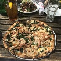 Снимок сделан в Ogliastro Pizza Bar пользователем Avalon H. 4/13/2018