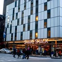 Photo prise au Shake Shack par Angel Hana A. le3/2/2013