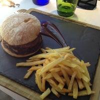 รูปภาพถ่ายที่ Restaurante Vaca Nostra โดย Dave Mental เมื่อ 5/20/2013