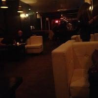 Foto tomada en Suite 55 por K M. el 12/4/2012