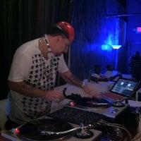 Das Foto wurde bei Indigo Bar & Lounge von Design Our Lives <3 (. am 8/1/2013 aufgenommen