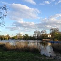 4/29/2013 tarihinde Sergey Z.ziyaretçi tarafından Regent's Park'de çekilen fotoğraf