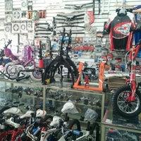 รูปภาพถ่ายที่ Bicicletas Flirg โดย Jose P. เมื่อ 11/30/2012
