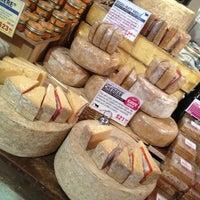 Foto tomada en Murray's Cheese por Leo M. el 2/26/2013