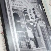 Foto scattata a Betty's Restaurant da David M. il 2/18/2013