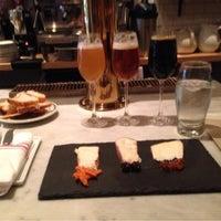 Снимок сделан в Murray's Cheese Bar пользователем Morgan M. 4/12/2013