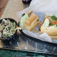 8/13/2013에 Sophia B.님이 Bun Mi Sandwiches에서 찍은 사진