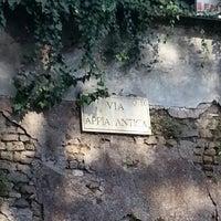 Foto scattata a Appia Antica Caffe da Auxi T. il 10/6/2012