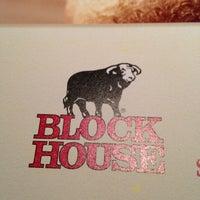 Das Foto wurde bei Block House von Slappy D. am 2/24/2013 aufgenommen