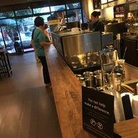 Das Foto wurde bei Starbucks Coffee von Taiyo M. am 10/9/2018 aufgenommen
