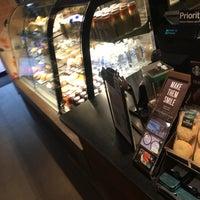 Das Foto wurde bei Starbucks Coffee von Taiyo M. am 8/7/2018 aufgenommen
