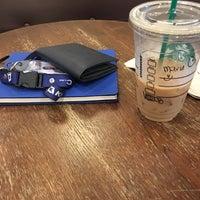 Das Foto wurde bei Starbucks Coffee von Taiyo M. am 4/4/2018 aufgenommen