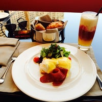Снимок сделан в Emporio Armani Café- The Pearl Qatar пользователем B🎩 6/27/2014