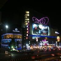 Das Foto wurde bei Esplanade Cineplex Ngamwongwan-Khae Rai von Shake before U. am 2/25/2014 aufgenommen