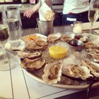 รูปภาพถ่ายที่ Mermaid Oyster Bar โดย Neha K. เมื่อ 4/21/2013