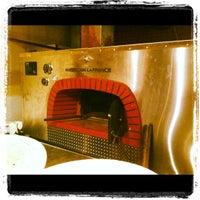 Das Foto wurde bei Fire Engine Pizza Company von Phil S. am 11/9/2012 aufgenommen