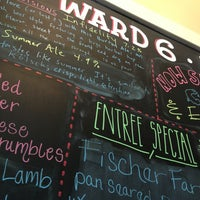 6/13/2013 tarihinde Gretchen A.ziyaretçi tarafından Ward 6 Food & Drink'de çekilen fotoğraf