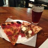 Foto scattata a Pizzeria Luigi da Rick H. il 5/24/2013
