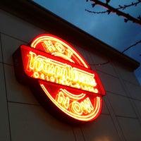 Das Foto wurde bei Krispy Kreme Doughnuts von Kerry M. am 2/7/2013 aufgenommen