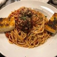 Das Foto wurde bei Metro City Restaurant and Bar von Daniel C. am 10/1/2018 aufgenommen
