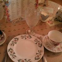Foto scattata a English Rose Tea Room da Theresa M. il 10/13/2012