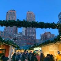 Foto scattata a Union Square Holiday Market da Joshua G. il 12/22/2019