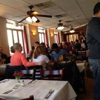 Foto tomada en Lasagna Restaurant por Joshua G. el 4/21/2013