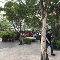Foto scattata a Smoking Corner @ PlazaSingapura da Grace il 4/29/2018