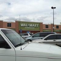 Foto tomada en Walmart Supercenter por Tina U. el 5/30/2013