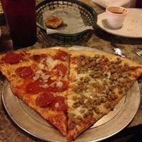 Foto scattata a Lover's Pizza & Pasta da ʎpuɐ B. il 12/28/2012