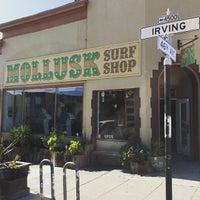 Photo prise au Mollusk Surf Shop par Takeshi M. le6/17/2015