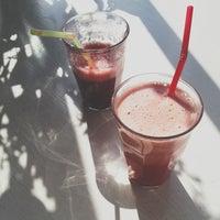 Foto scattata a Juice & Salad da Victoria W. il 4/13/2013