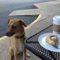 Foto scattata a Mae's Bakery da Tim F. il 8/3/2013