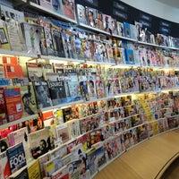 4/2/2013 tarihinde Helen I.ziyaretçi tarafından The American Book Center'de çekilen fotoğraf