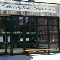 Photo prise au New York City Bagel & Coffee House par Andrew le3/24/2013