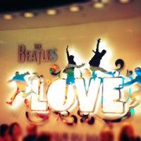 Das Foto wurde bei The Beatles LOVE (Cirque du Soleil) von Di am 4/2/2013 aufgenommen