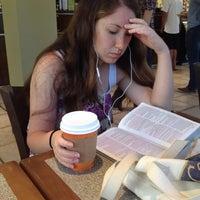 Foto scattata a Barnie's Coffee & Tea Co. da Cambria R. il 10/6/2013