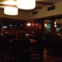 Снимок сделан в Mo's Restaurant пользователем Hande A. 12/5/2012